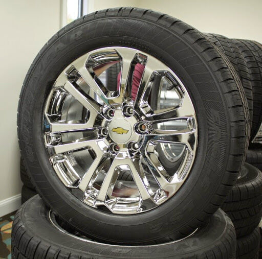 set 4 new 20 inch chevrolet silverado suburban tahoe chrome wheels rims tires ebay. Black Bedroom Furniture Sets. Home Design Ideas