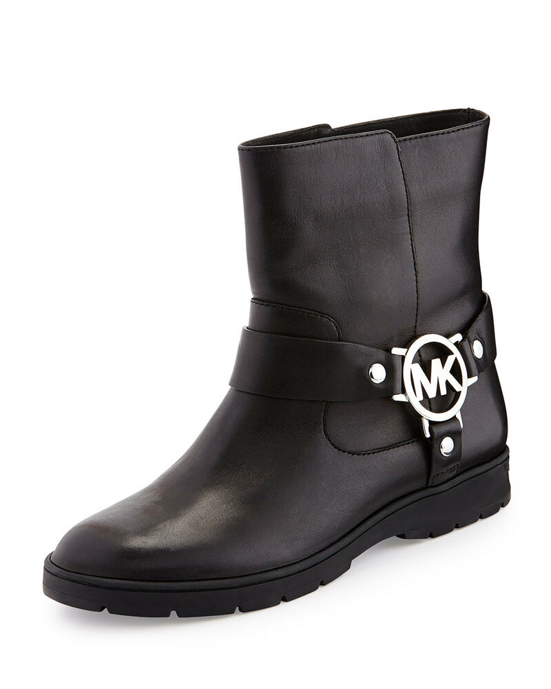 One of the more classic looks in boots is that of the biker style boot. This pair of booties has been inspired by them. These shoes have a more contoured look.