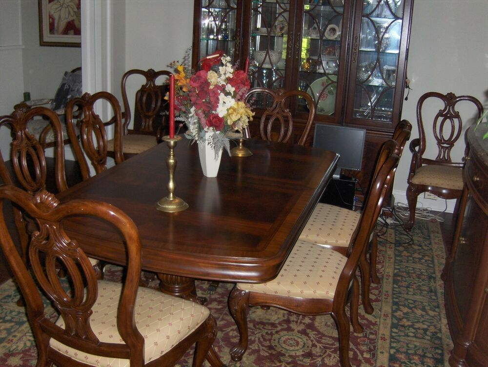 Thomasville dining room set table 8 chairs 2 leaves for Dining room tables kittles
