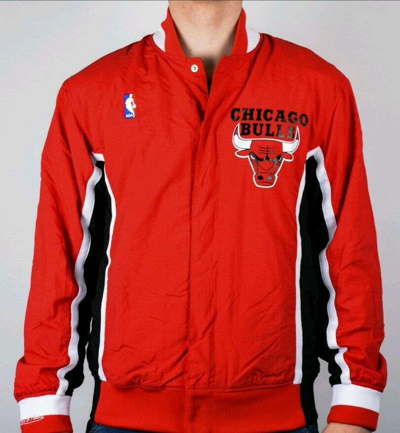 finest selection 9b229 99e8d Authentic NBA Mitchell   Ness Red Chicago Bulls Vintage warm-up Jacket