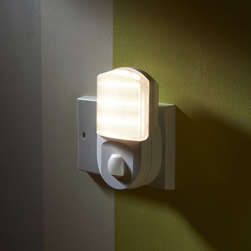 plug in pir motion sensor led night light hallway toilet. Black Bedroom Furniture Sets. Home Design Ideas