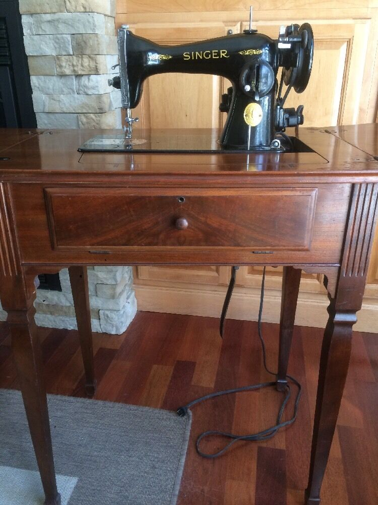 antique vintage singer sewing machine with table cabinet ebay. Black Bedroom Furniture Sets. Home Design Ideas
