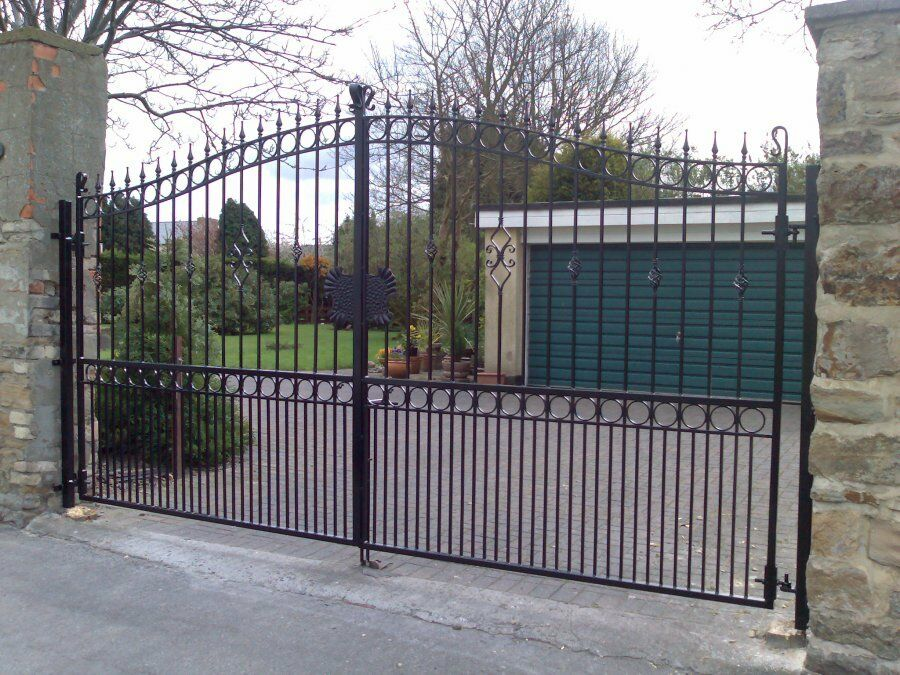 NEW WROUGHT IRON DRIVEWAY GATES / METAL GATES / FRONT