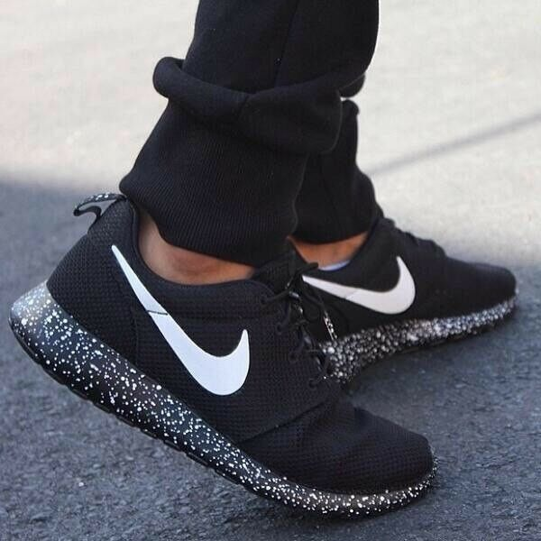 best service 2becd 5a381 Nike Roshe run black with white speckle Size 10 UK  NEW     eBay