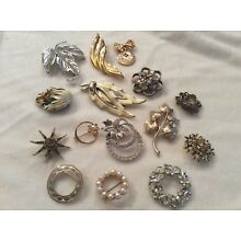Lot of Jewelry Pins and Brooches- Estate Jewelry As Is