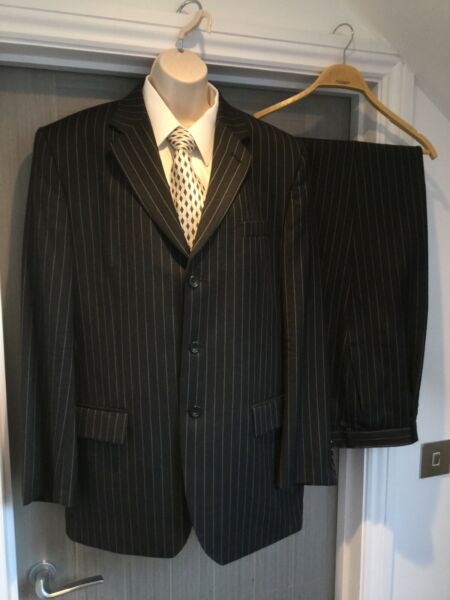 Dehavilland Suit Wool Single Breasted Grey Pin Stripe SIZE 42L Chest 38W Long