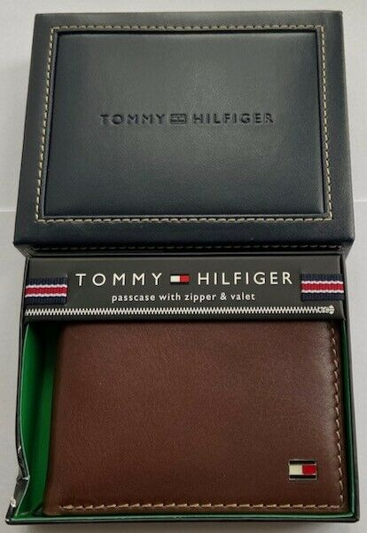 Tommy Hilfiger Mens Leather Logan Passcase Bifold Wallet with Zipper Bill Slot