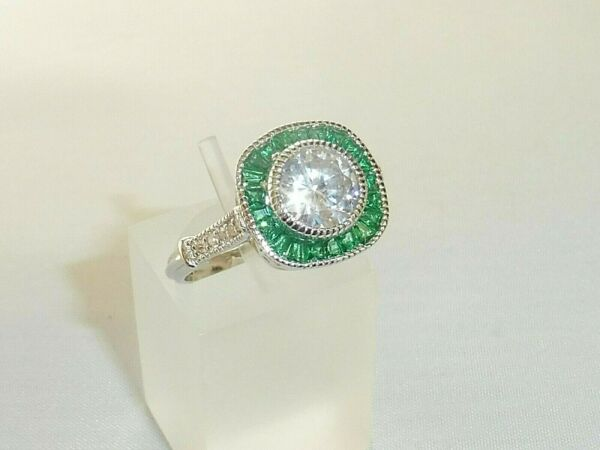 Royaume-UniLadies Art Deco Halo Style 925 Sterling Solid Silver Emerald White Sapphire Ring