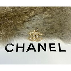Kyпить Chanel Gold CC Logo Stamped Button 22mm Metal Zipper Pull With Pearls на еВаy.соm