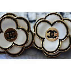 Kyпить Two Stamped Vintage Chanel buttons lot of 2  cc  size 32 mm XXL   Camellia на еВаy.соm