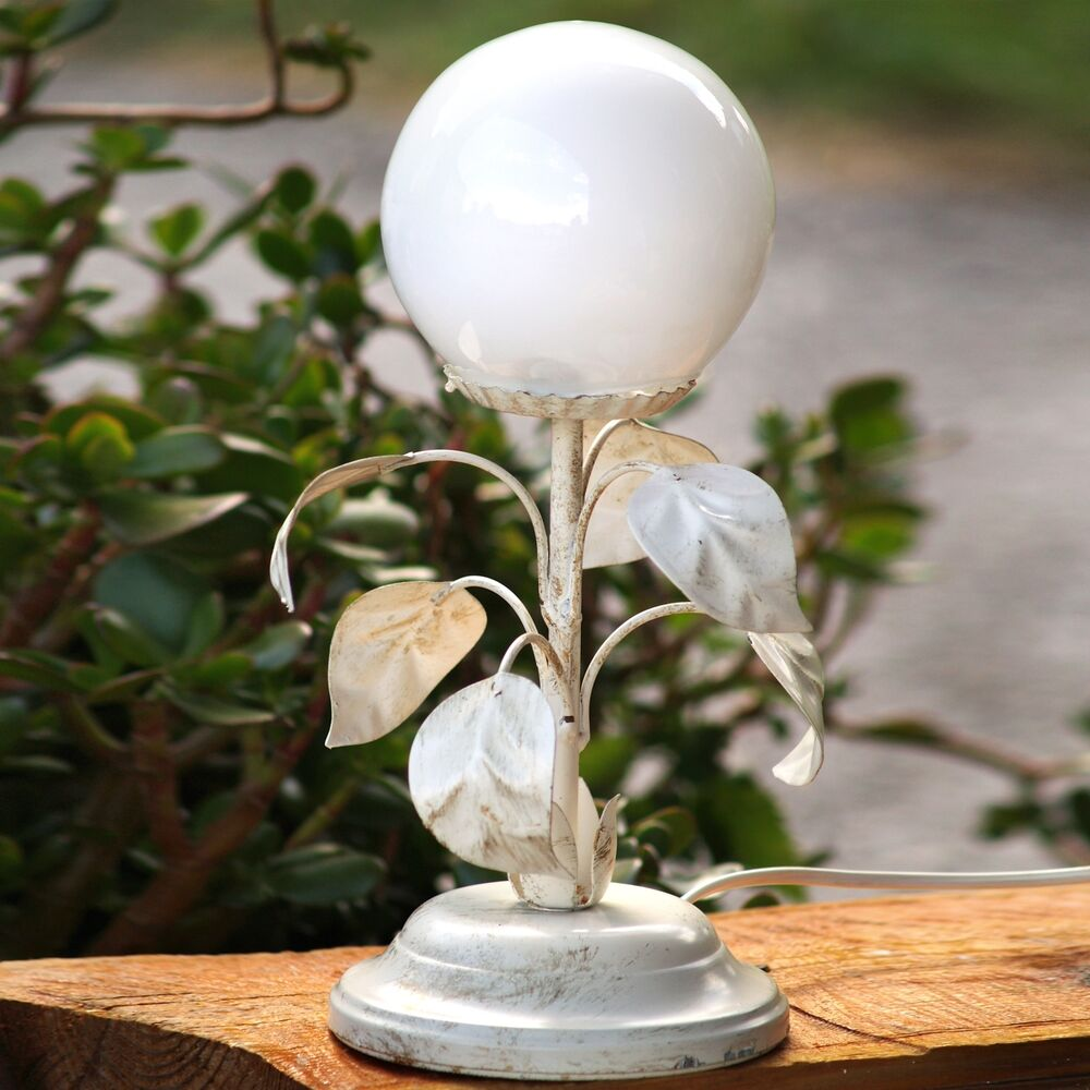 tischlampe glaskugel mit gro en bl ttern shabby chic lampe creme bl tter blume ebay. Black Bedroom Furniture Sets. Home Design Ideas