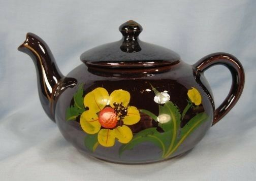 Lovely Small Pottery Teapot Set With Pourer With Spout And