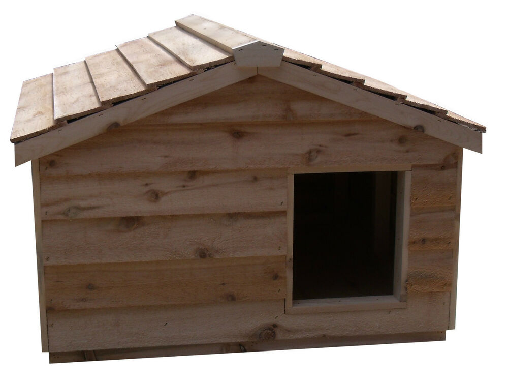 Heated extra large insulated cedar outdoor cat housesmall for Insulated outdoor dog house