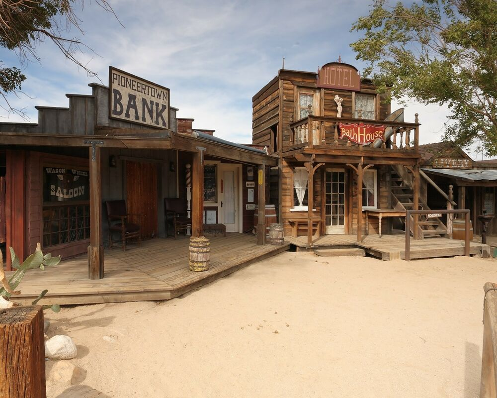 Old Western / Ghost To...