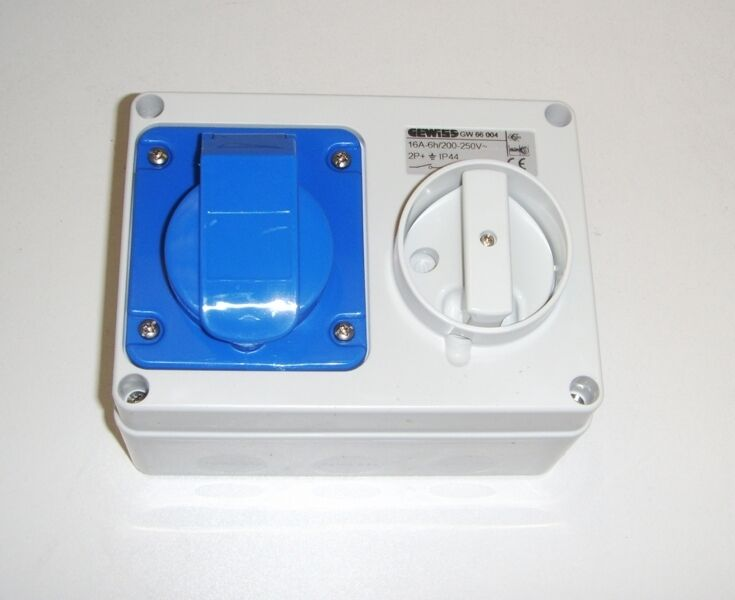 Gewiss 16a 240v Industrial Socket With Rotary Isolator