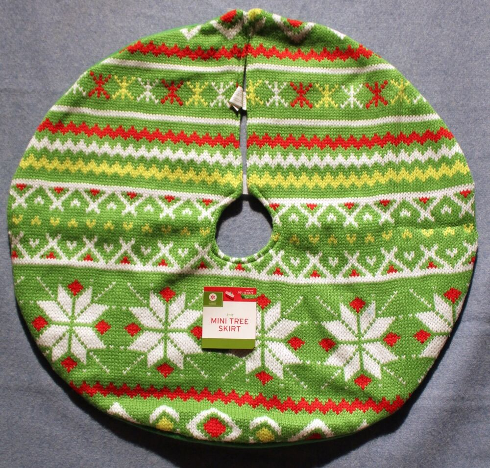 Country knit mini tree skirt green table top traditional