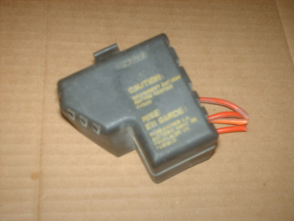 saab 9 3 ss fuse box saab 9 3 se 2 0l turbo small underhood fuse box with lid