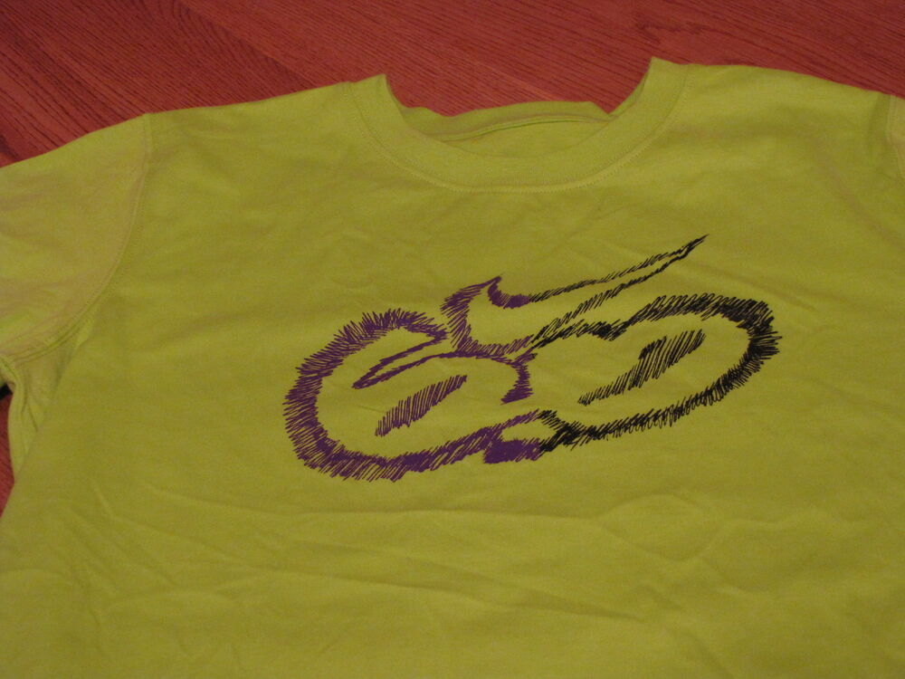 961f212d Details about Boys Nike S 8 Small T shirt 6.0 skate NEW youth bright cactus  purple soft 975448