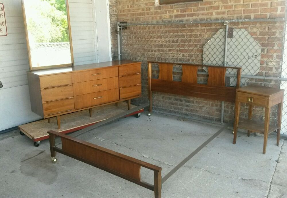 Mid century modern Harmony House bedroom set full size. Dresser ...