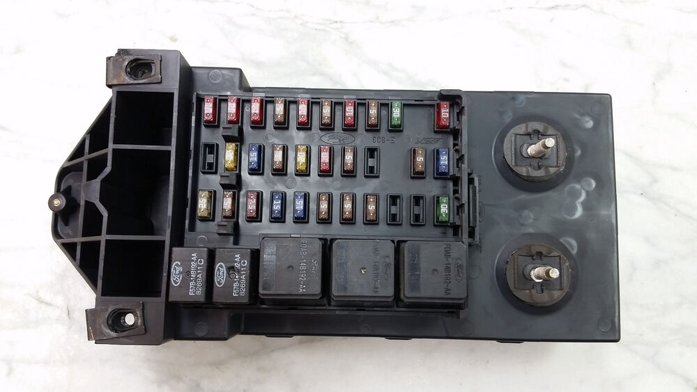 oem 97 02 ford expedition f150 main fuse relay box. Black Bedroom Furniture Sets. Home Design Ideas