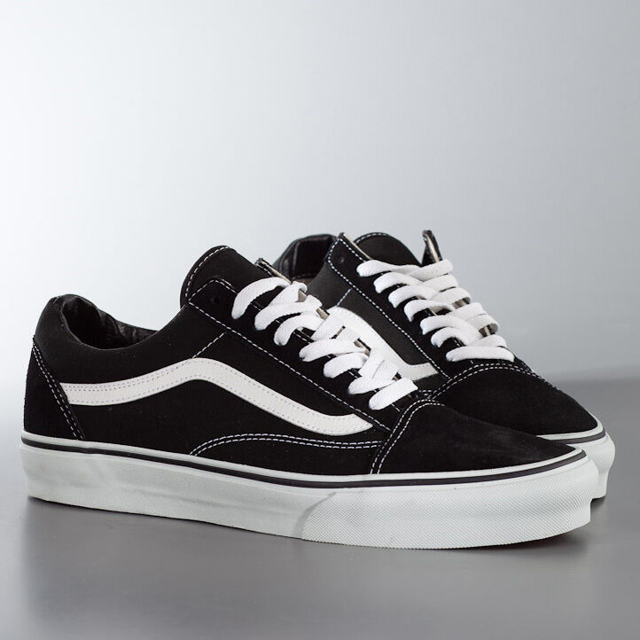 2f76a7101bcc Details about VANS OLD SKOOL BLACK   WHITE UNISEX TRAINERS