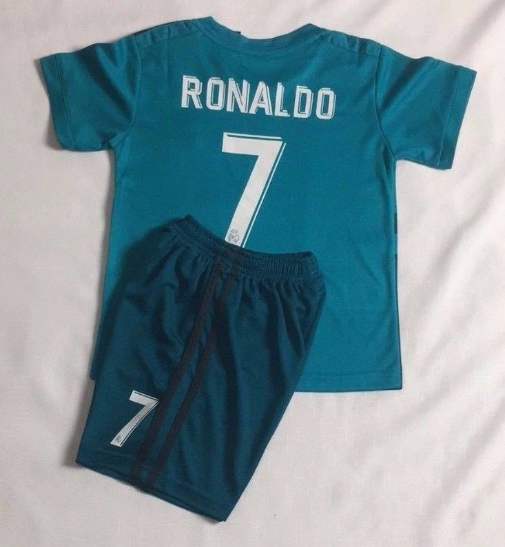 7a7f238e028 Details about New 2018 Kids Soccer Real Madrid Jersey Cap Green  7 Ronaldo Kit  Top+Short Set