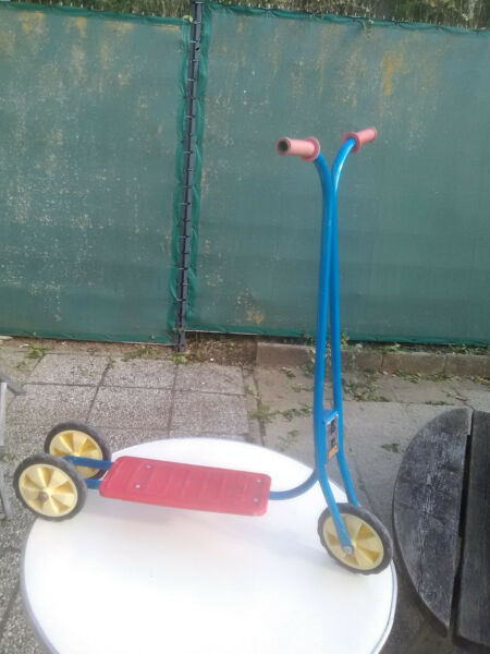 Ancienne trottinette 3 roues