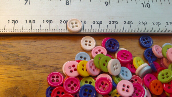 Job Lot Wholesale 100 Natural Small Round Plastic Buttons 4 Hole 9mm Multi