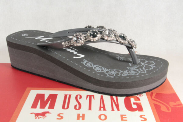 AllemagneMustang Paire de Tongs /  Mules Gris Neuf