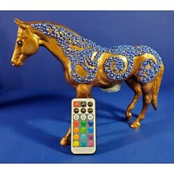 Kyпить BREYER HORSE MODEL - MODIFIED WITH INTERNAL LED LIGHTS WITH REMOTE - NEW!!! на еВаy.соm
