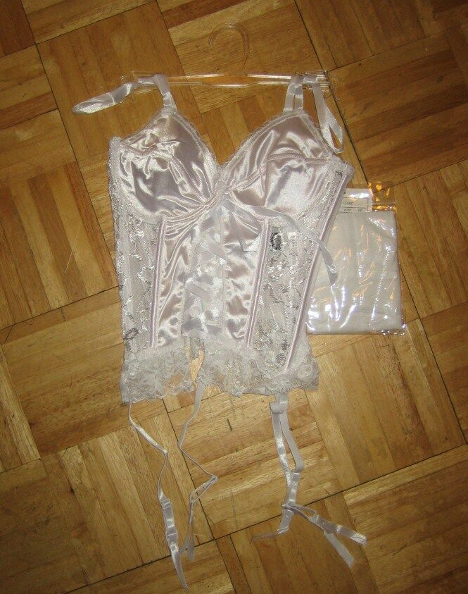 3pcs Basque Set With Suspenders Thong And Stockings Ebay