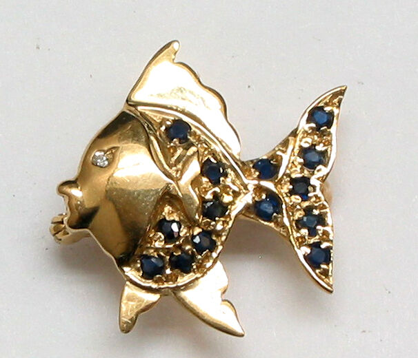 14k solid yellow gold sapphire 28ct and diamond fish pin for Solid gold fish