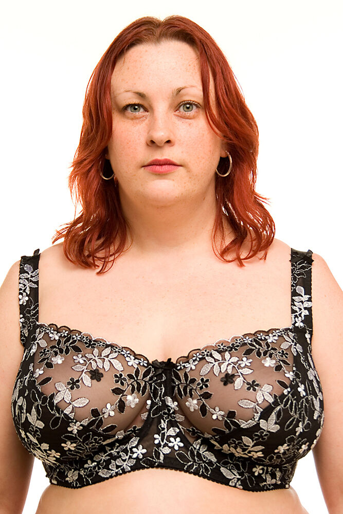 Product Description Spacer moulded bra that offers great shape and fit without adding volume.