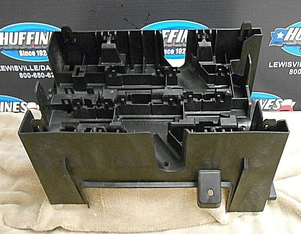 engine fuse block bracket 07 14 silverado tahoe sierra yukon escalade 22817835 ebay. Black Bedroom Furniture Sets. Home Design Ideas
