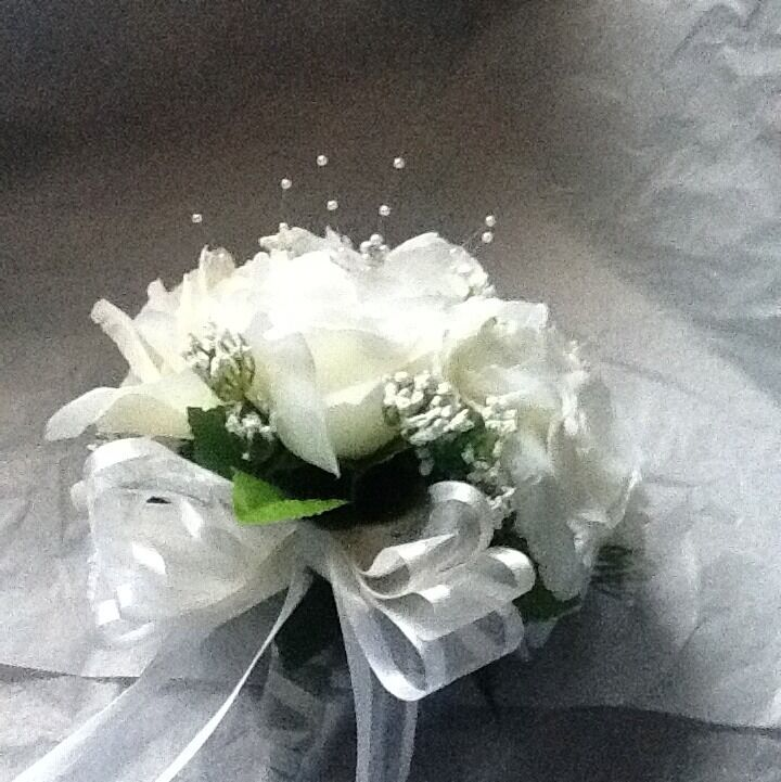 Bridal Throw Away Bouquet White With Pearls