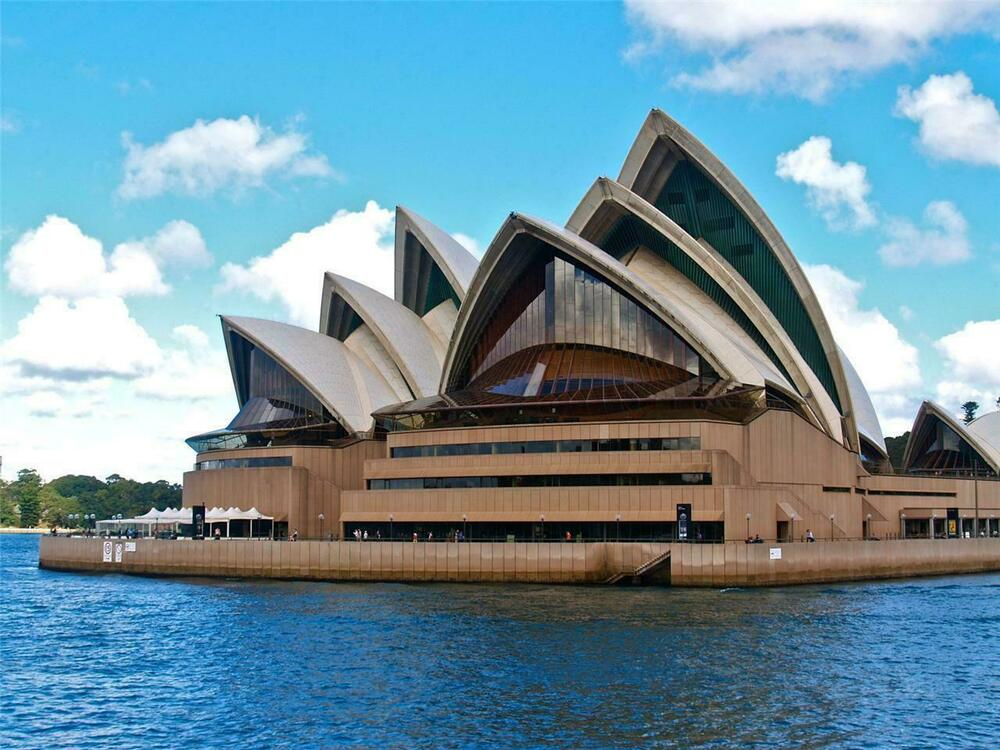 Sydney Harbour Marriott Hotel at Circular Quay is conveniently near the city centre and popular attractions, including Hyde Park and The Rocks.