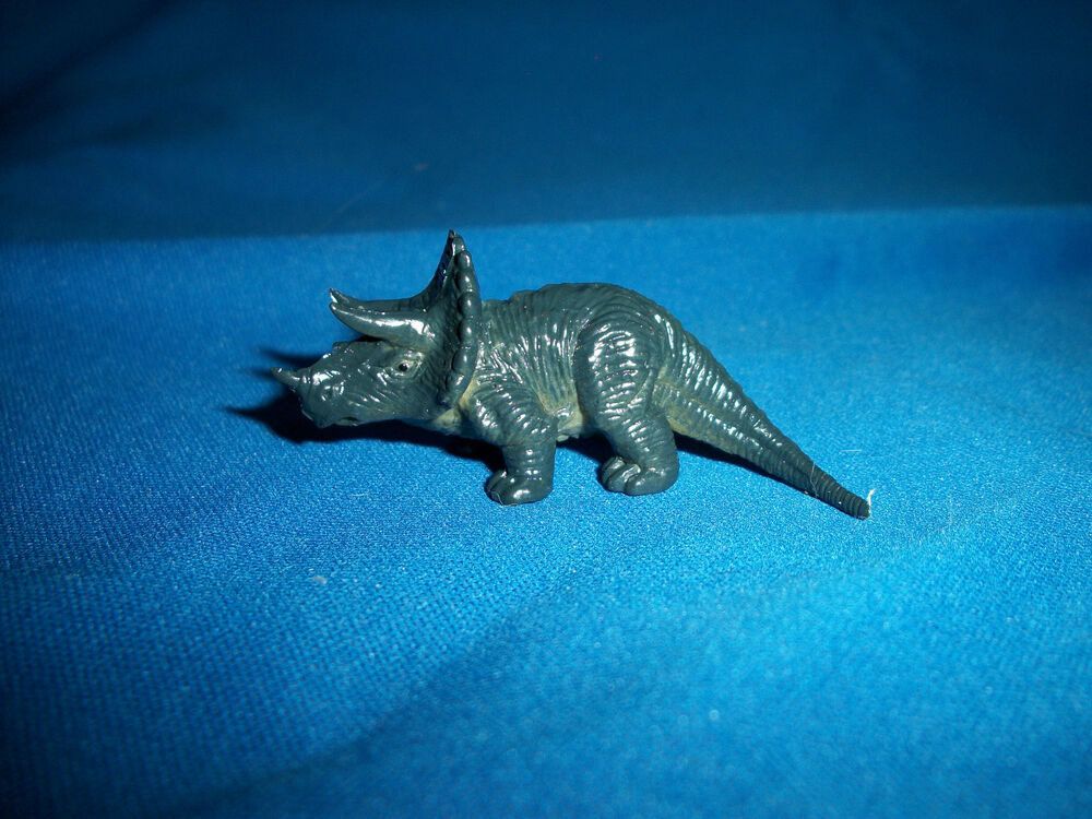 triceratops figurine jurassic park lost world dinosaur tombola kinder egg figure ebay. Black Bedroom Furniture Sets. Home Design Ideas