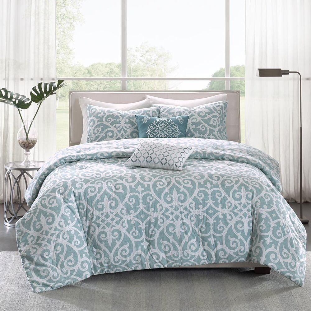 Beautiful Modern Elegant Chic Blue Aqua Scroll Comforter