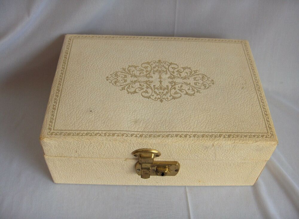 Vintage leatherette vinyl covered jewelry box red lining for Jewelry box with key