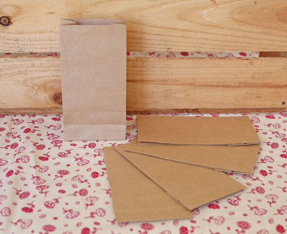 50 small brown craft paper bags favour lolly bag loot for Brown paper craft bags