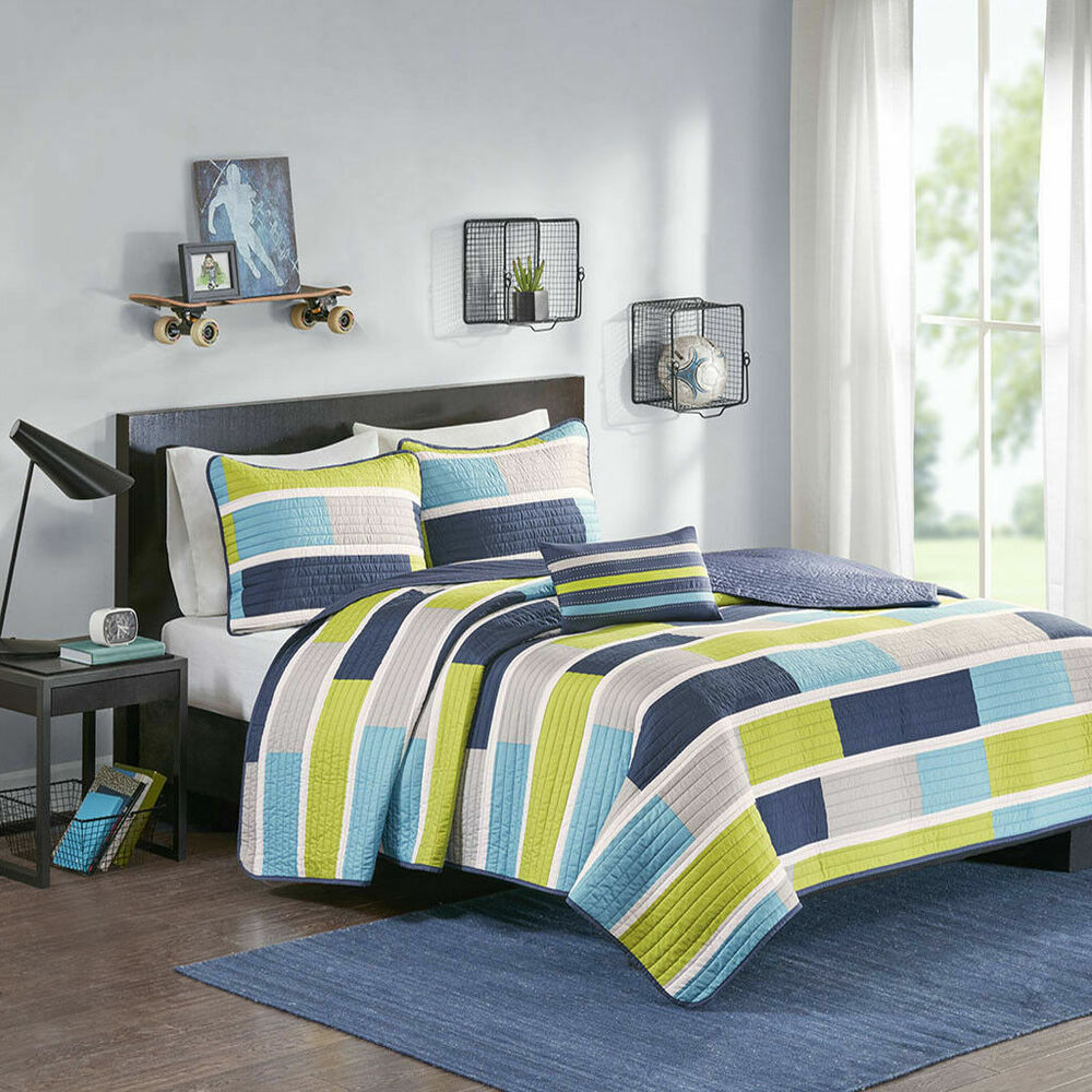 Peach and turquoise bedroom
