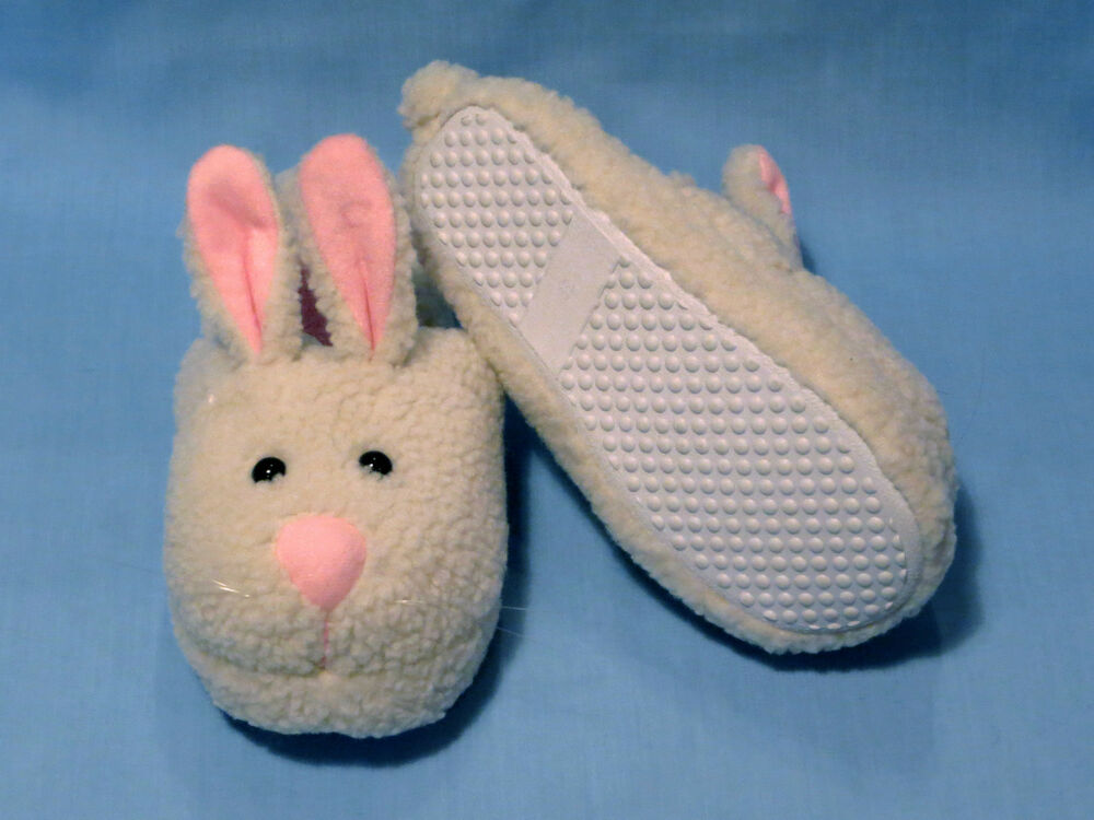Cosy plush slippers for women and men are a wonderful alternative to traditional slippers, because they are just fun. True to the motto More Fun Everyday you will also find a hughe variety of plush slippers .