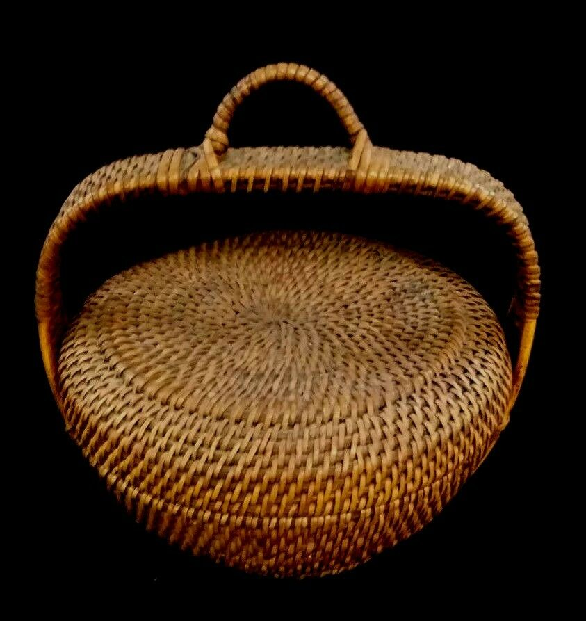 How To Hand Weave A Basket : Vintage folk art hand woven natural wicker rattan basket