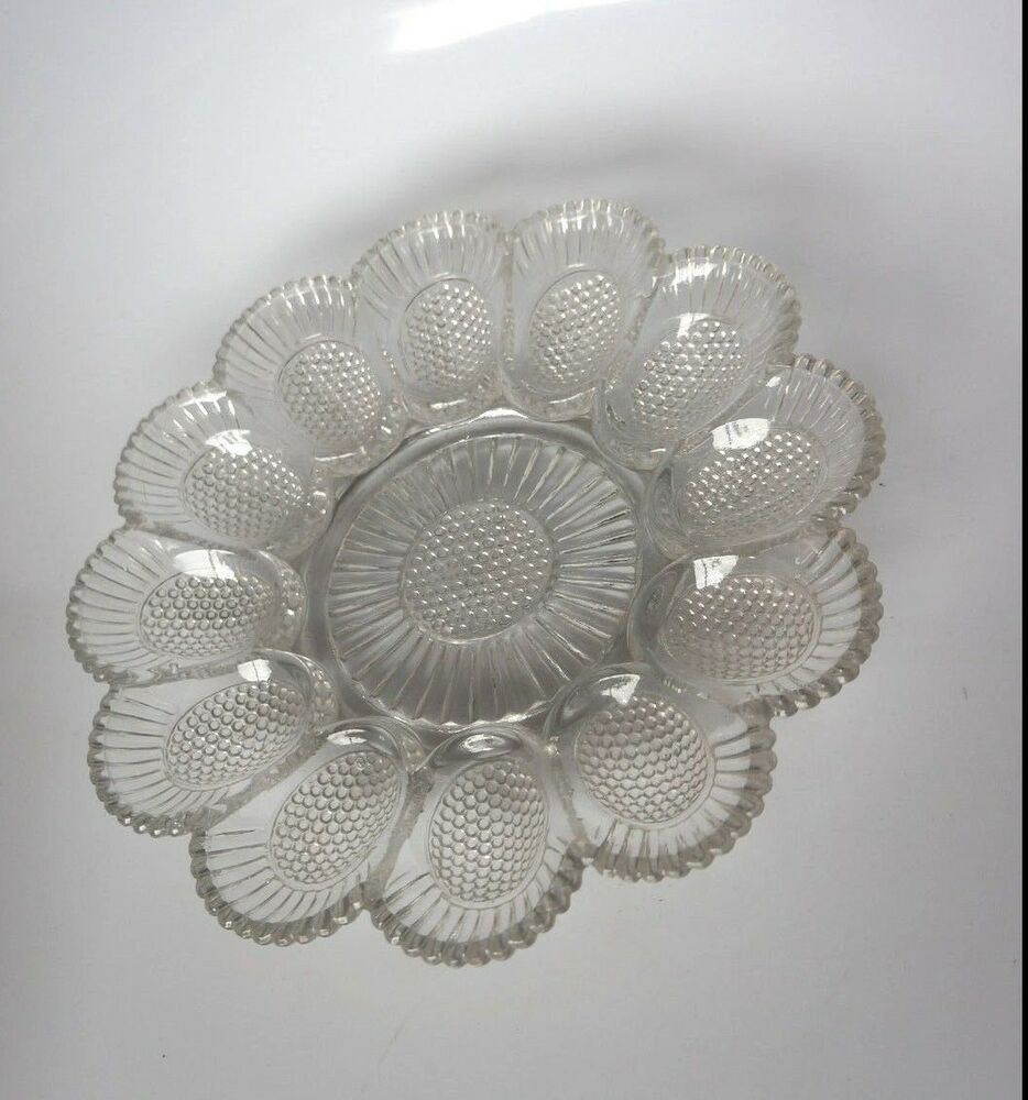 Vintage daisy shaped deviled egg plate ebay for Egg tray wall hanging