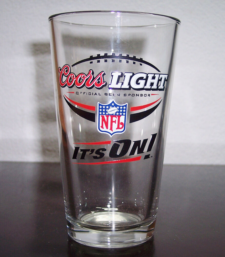 """COORS LIGHT NFL """"IT'S ON"""" ONE PINT VINTAGE BEER GLASS"""