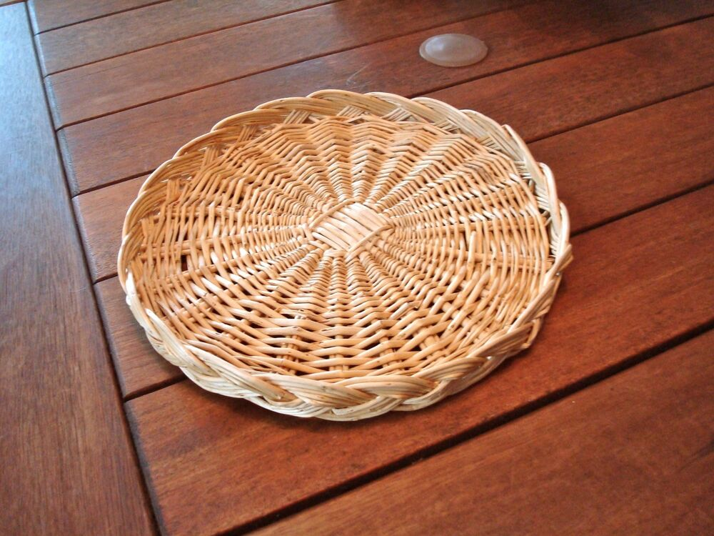 wicker plate holder vintage ebay. Black Bedroom Furniture Sets. Home Design Ideas