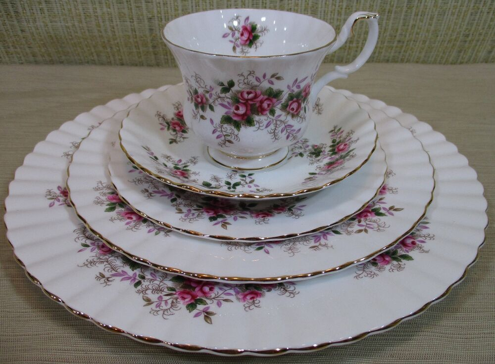 royal albert lavender rose 5 pieces place setting bone china made in england ebay. Black Bedroom Furniture Sets. Home Design Ideas