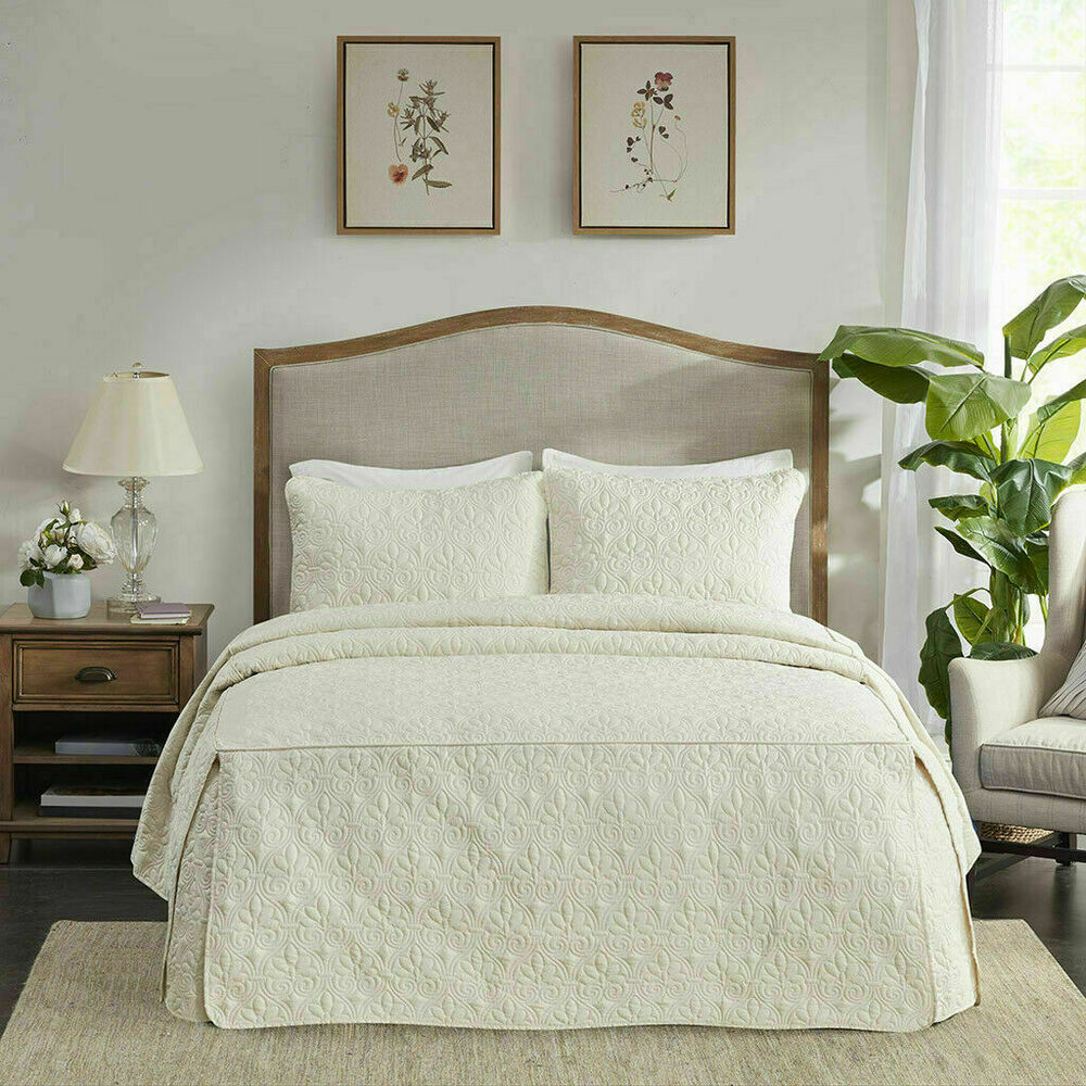 Beautiful 7 pc rich elegant modern luxury gold beige white for Elegant white comforter sets