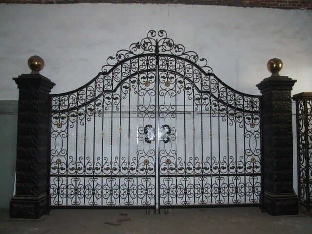 Victorian Style Cast Iron Large Estate Driveway Gates