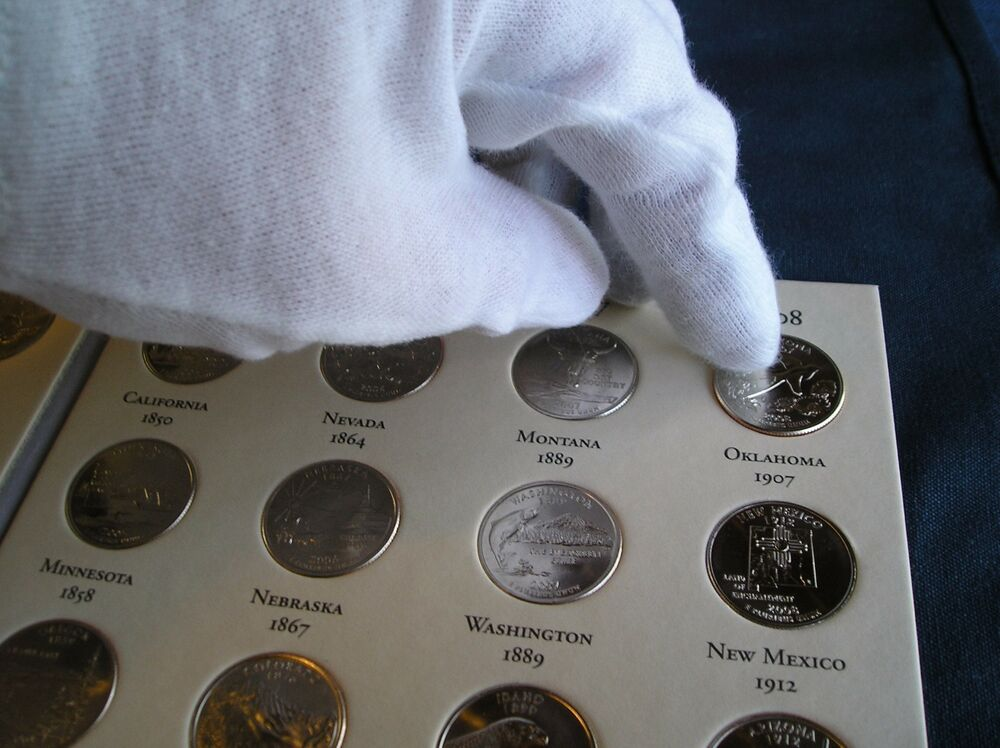 Are there any online organizations for Canadian coin collectors?